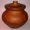 Глиняный горшок с крышкой
